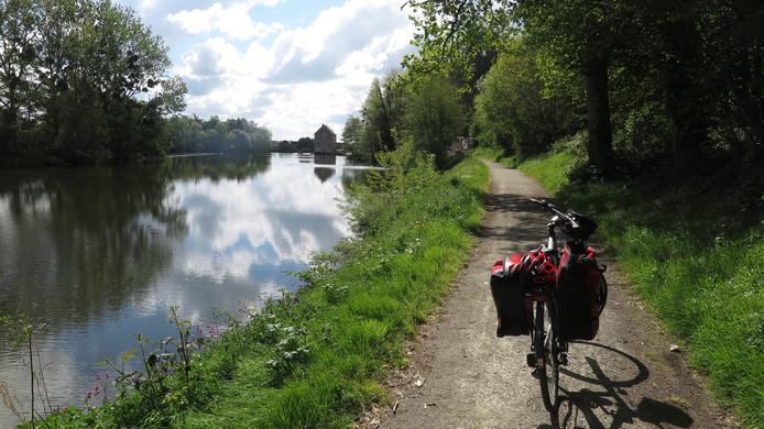 La Vélo Francette kent ook vlakke stukken, zoals op dit jaagpad.