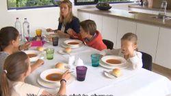 VIDEO: Nooit te jong om etiquette te leren