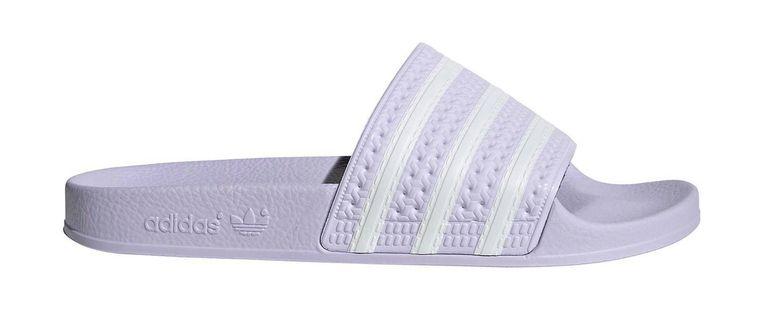 Buiten + op de vloer: 'Adilette'-slippers, € 19,95. adidas.nl  Beeld