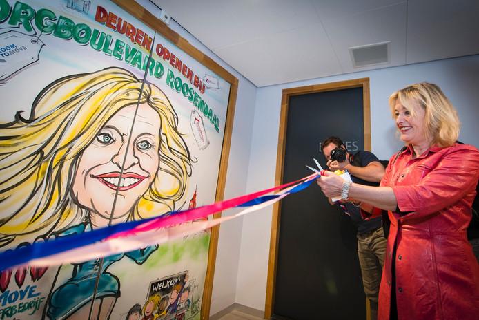 Minister Jet Bussemaker opent de zorgboulevard in Roosendaal.