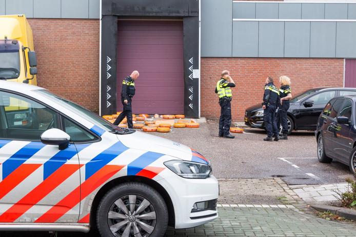 Kaashandel De Groot-Verburg aan de Engelandweg in Bodegraven, waar vanochtend veel politie op de been was na een melding over een mogelijk incident met een vuurwapen.