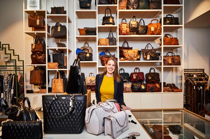 Maria Gandjapour van The Little Green Bag in haar tassenwinkel aan de Korte Lijnbaan.
