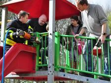 Jongetje zit halfuur vast in speeltoestel in Waalwijk: brandweer komt in actie