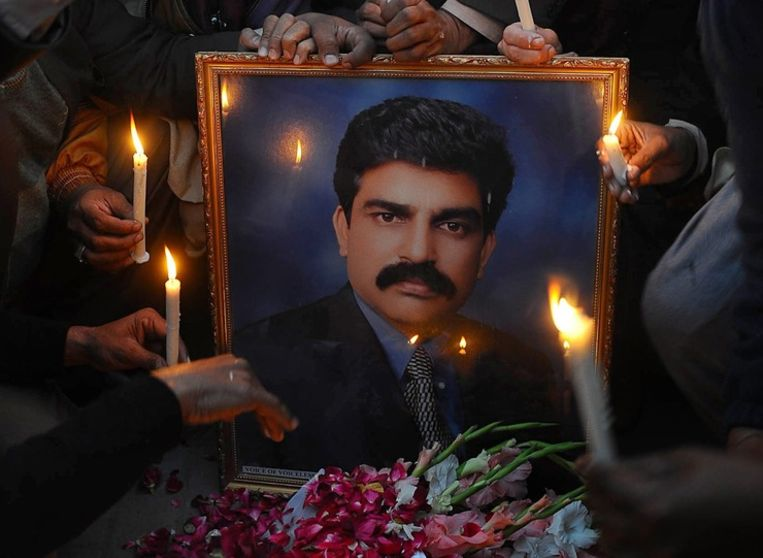 Kaarsen bij het portret van de vermoorde Shahbaz Bhatti Beeld anp