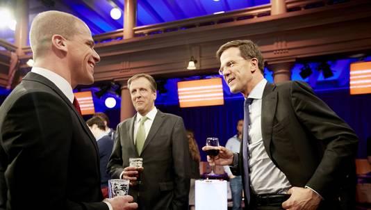 Partijleiders Diederik Samsom (PvdA, links), Alexander Pechtold (D66, midden) en Mark Rutte (VVD, rechts) na afloop van het RTL-verkiezingsdebat in de Rode Hoed.