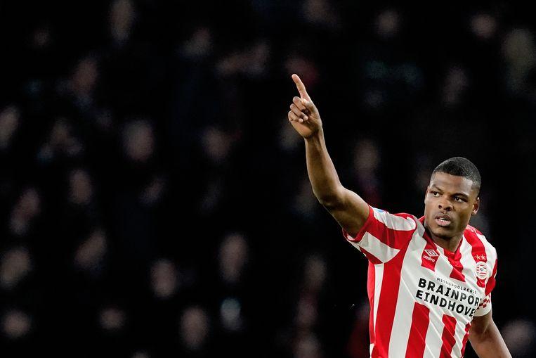 Denzel Dumfries van PSV viert de 1-0 tegen Willem II. Beeld null