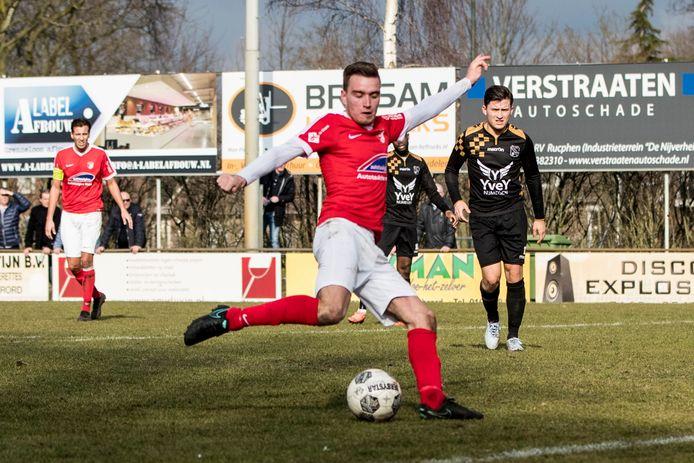 Sander Wirix haalt uit voor de 2-0.