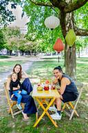 Anneloes Gerritse, Sem Taihuttu en hun zoon Dez in het Moreelsepark, de plek van de Parade in Utrecht.