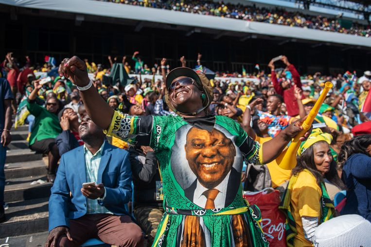 Cyril Ramaphosa is vandaag beëdigd als president van Zuid-Afrika. Dat gebeurde voor ongeveer 40.000 toeschouwers in een rugbystadion in de hoofdstad Pretoria.
