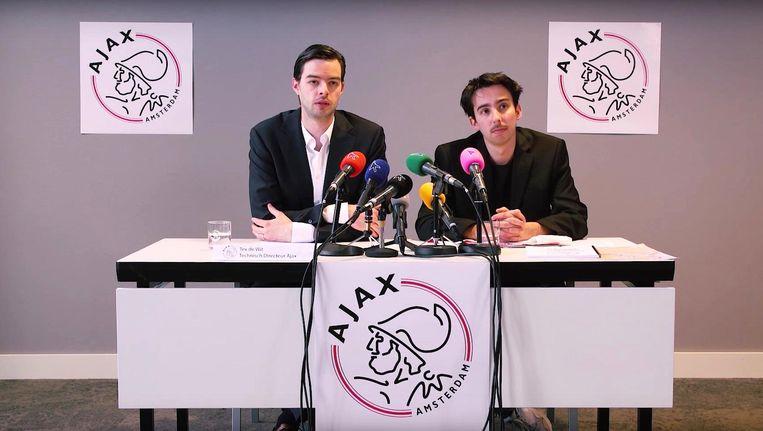 Sketch: een (vroegtijdige) persconferentie over huldiging Ajax. Zie video onderaan dit artikel. Beeld Klikbeet