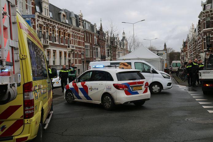 De politie kwam met een calamiteitenteam ter plaatse en op de plek van het ongeluk een witte tent neergezet