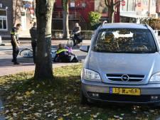 Vrouw raakt licht gewond na botsing met auto in Woerden