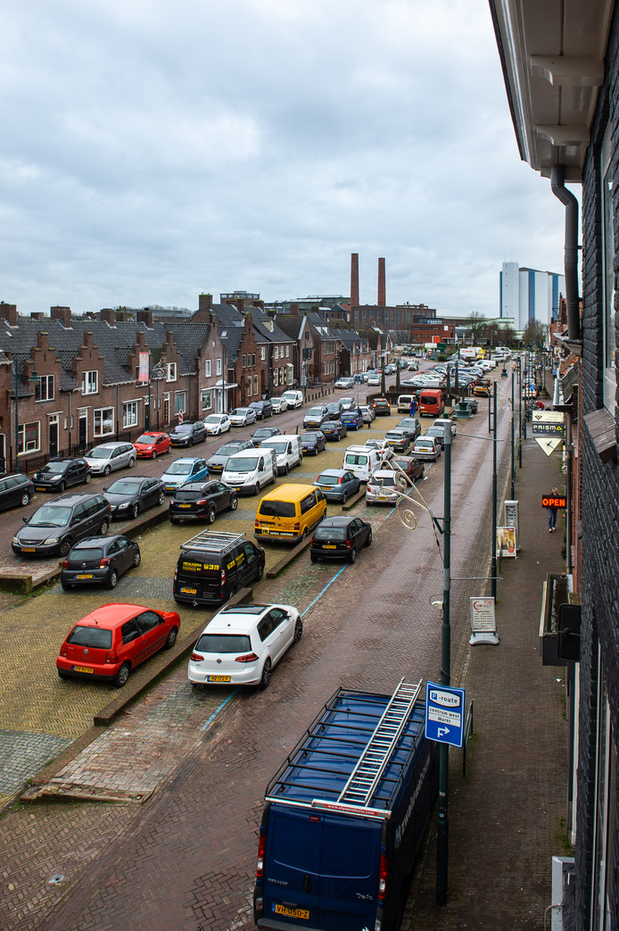 De haven in Zevenbergen is nog altijd dicht en doet dienst als parkeerterrein. Maar het open graven is nabij.