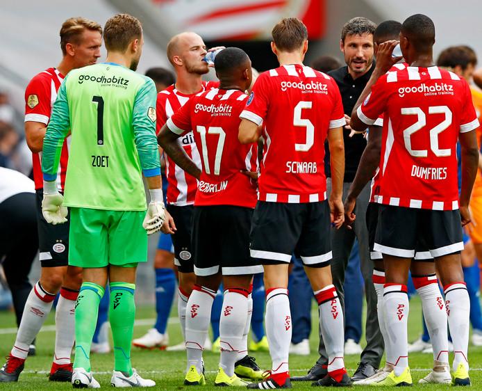 Mark van Bommel en de PSV'ers tijdens PSV-Feyenoord in het duel om de Johan Cruijff Schaal.