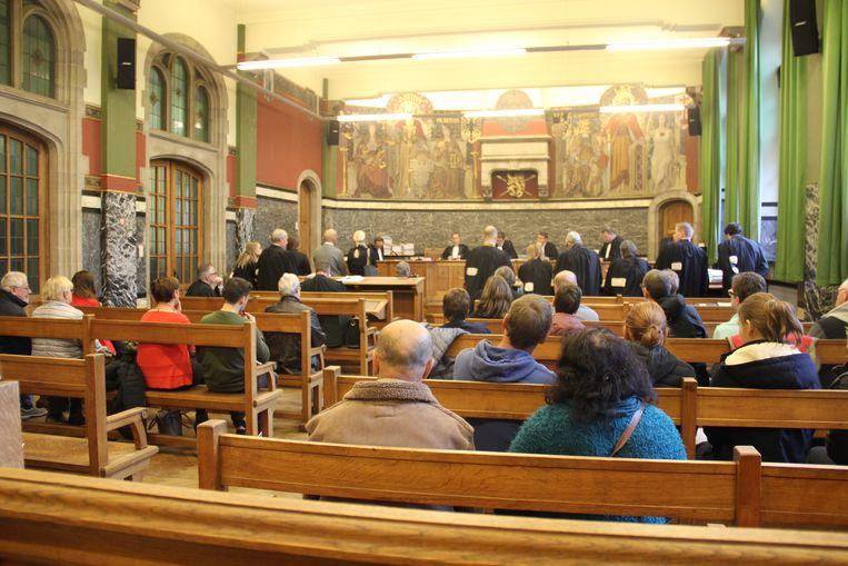 Heel wat gedupeerden woonden het proces bij in de rechtszaal.