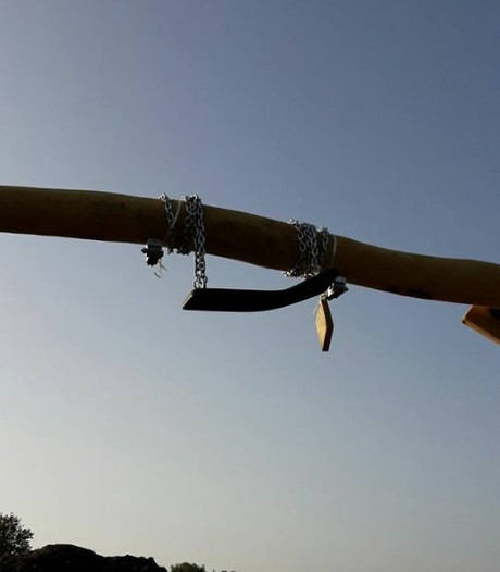 Ontzettend zuur:  vandalen vernielen schommels nieuwe speeltuin Sprang-Capelle