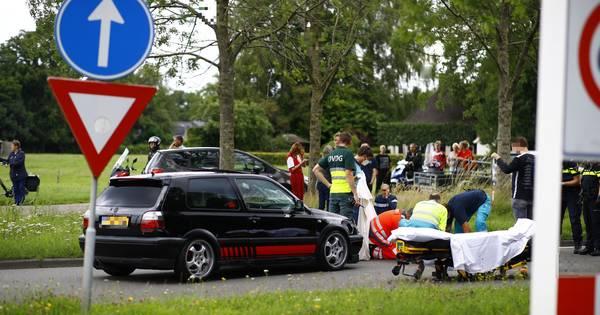 Fietser zwaargewond bij aanrijding met auto in Heerde.