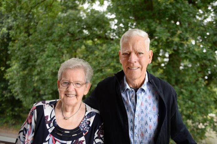Roelie en Klaas zijn dankbaar dat ze na al die jaren nog steeds samen kunnen zijn.