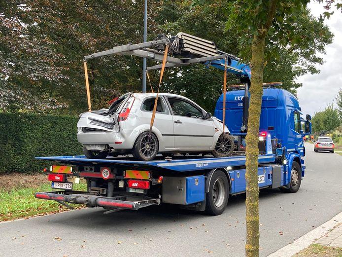 De wagen werd iets voor twee weggetakeld.