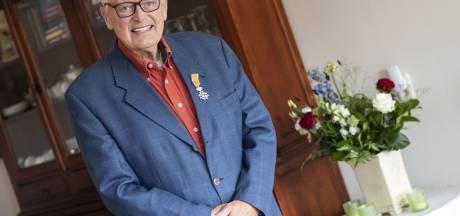 Zieke adjudant Bentsink uit Nijverdal overdonderd door koninklijk lintje: 'Ik ben maar een gewone jongen'