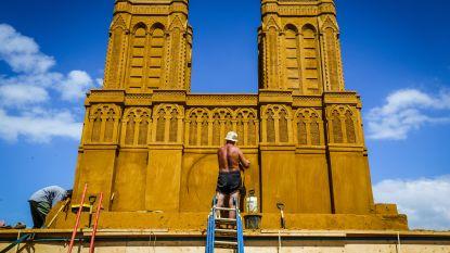IN BEELD. Notre Dame herrijst op strand van Oostende (samen met 85 beroepen in zand)