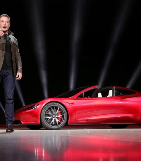 Space Oddity: Elon Musk schiet eigen knalrode Tesla naar Mars