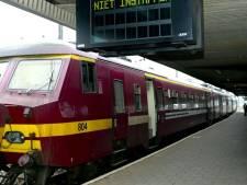"""Technische storing in station Antwerpen-Berchem terug opgelost: """"Nog enkele vertragingen"""""""