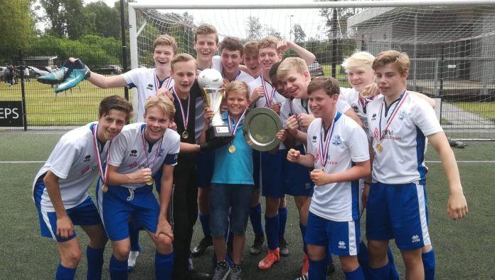 Het winnende team uit Vinkeveen