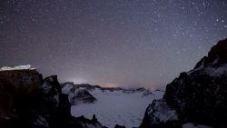 Prachtige beelden van de jaarlijkse Geminiden meteorenzwerm