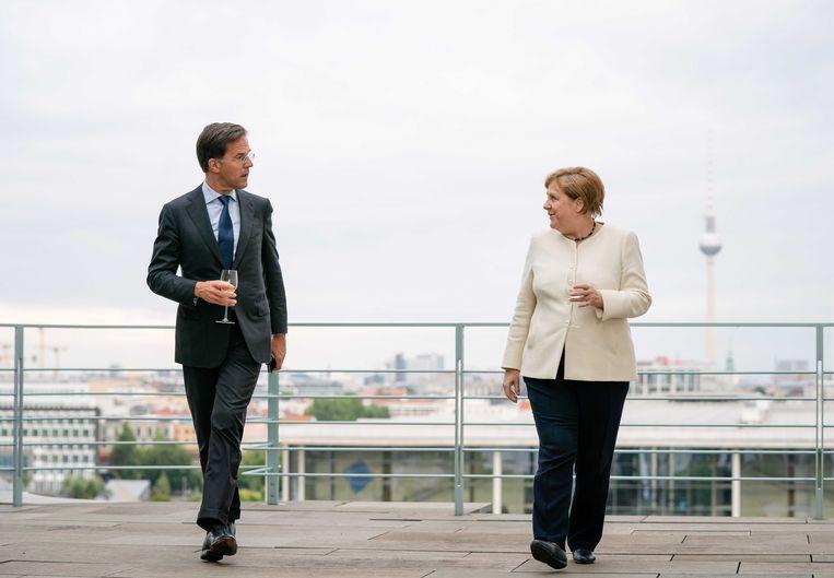 Merkel en Rutte staan volgende week tegenover elkaar op de Europese top in Brussel. Merkel als pleitbezorger van het Europees herstelfonds, Rutte als aanvoerder van de 'vrekkige vier'. Beeld ANP