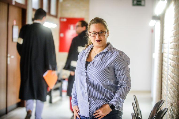 Pornoactrice Hot Marijke (33) uit Knokke in de rechtbank van Veurne, waar het proces werd gevoerd.