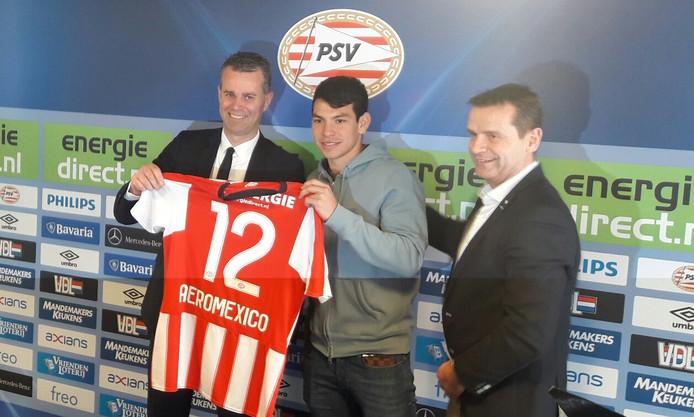 Paul Verhagen (Aero Mexico-directeur), Hirving Lozano en Frans Janssen, commercieel directeur van PSV.