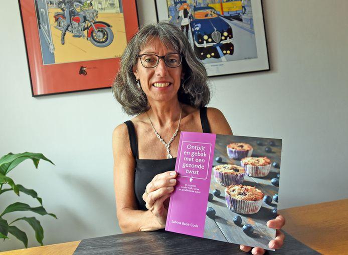 Sabrina Baert-Cools met haar kookboek.