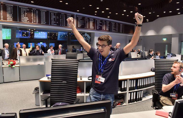 ESA-medewerker Tiago Francisco na het eerste contact met Philae. Beeld epa