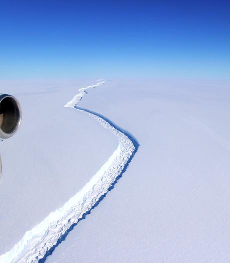 Een van 's werelds grootste ijsbergen breekt af van Antarctica
