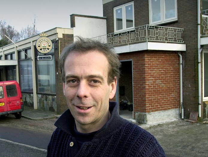 Vincent van den Broek, eigenaar van café Stroop, is blij met het geld dat is opgehaald voor de boetes voor geluidsoverlast en steunbetuigingen uit de buurt met een handtekeningenactie. Archieffoto Ben Steffen