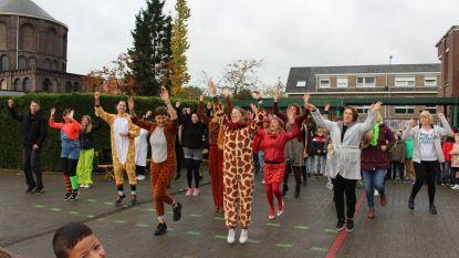 Uitdaging geslaagd: leerkrachten De Bron komen verkleed naar school
