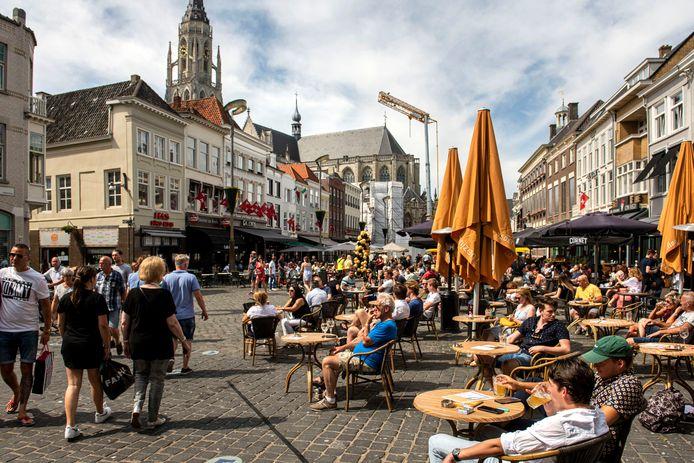 Op 1 juni gingen de terrassen weer open. De toestroom in Breda was niet direct overweldigend.