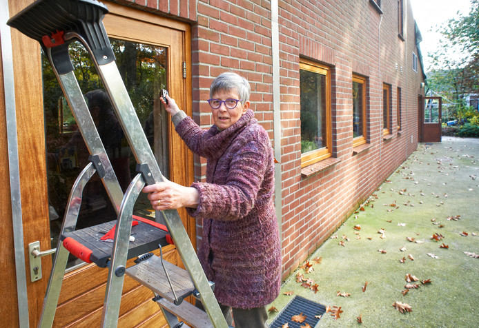 Nel Jacobs wil niet weg uit haar woning in de champignonkwekerij in Venhorst.