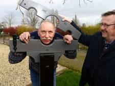 Arie (73) bouwde een schandpaal: 'Ik heb hem getest op mijn vrouw'