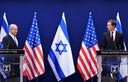 Premier Benjamin Netanyahu en Jared Kushner geven een toelichting op het aanhalen van de betrekkingen tussen Israël en de Verenigde Arabische Emiraten. Netanyahu kan het zichtbaar goed vinden met Trumps schoonzoon en adviseur voor het Midden-Oosten.  Het steekt de Palestijnen enorm dat 'de Amerikaanse regering overduidelijk partij heeft gekozen in het Israëlisch-Palestijnse conflict'.