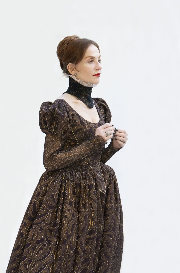 Isabelle Huppert als de Schotse koningin Maria Stuart. Beeld Lucie Jansch