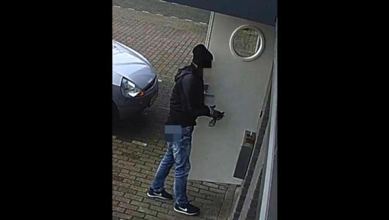 De politie gaf eerder beelden van de schutter vrij Beeld Politie.nl