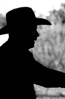 Politie spreekt 'de man met cowboyhoed' aan op zijn gedrag