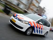 Vrouw in Vlaardingen steekt man neer; verdachte vlucht