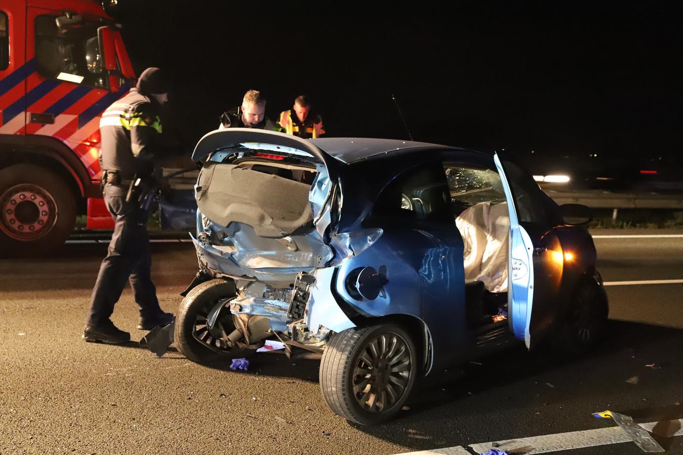 De situatie op de A15 kort na het ongeluk.