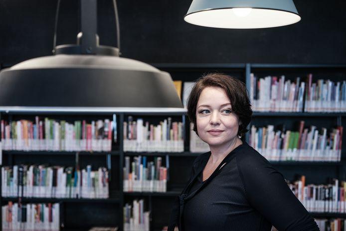 Schim, de vijfde thriller van Westervoortse Lydia van Houten is net uit.