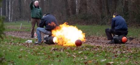 Burgemeesters op Veluwe twijfelen over carbidschieten, maar in deze gemeenten knallen de bussen zeker