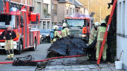 Veranda loopt zware schade op nadat haagbrand overslaat