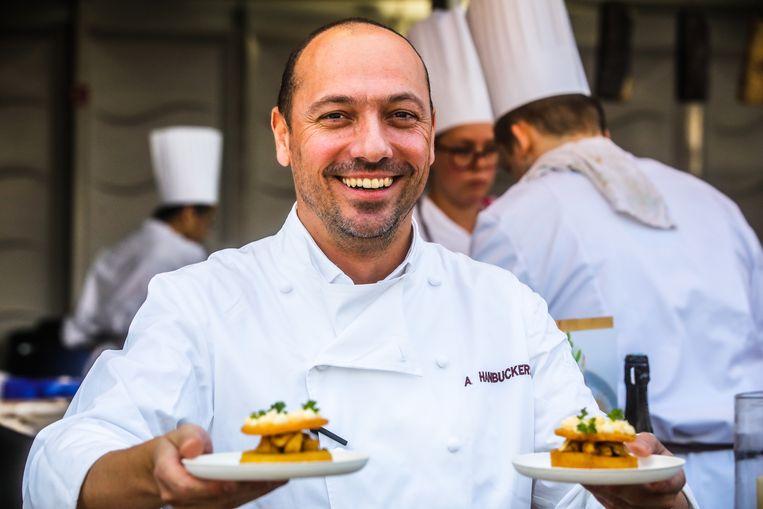 Alex Hanbuckers van  de Herborist had zich voorbereid op het regenweer en bereidde minder gerechten dan andere jaren.
